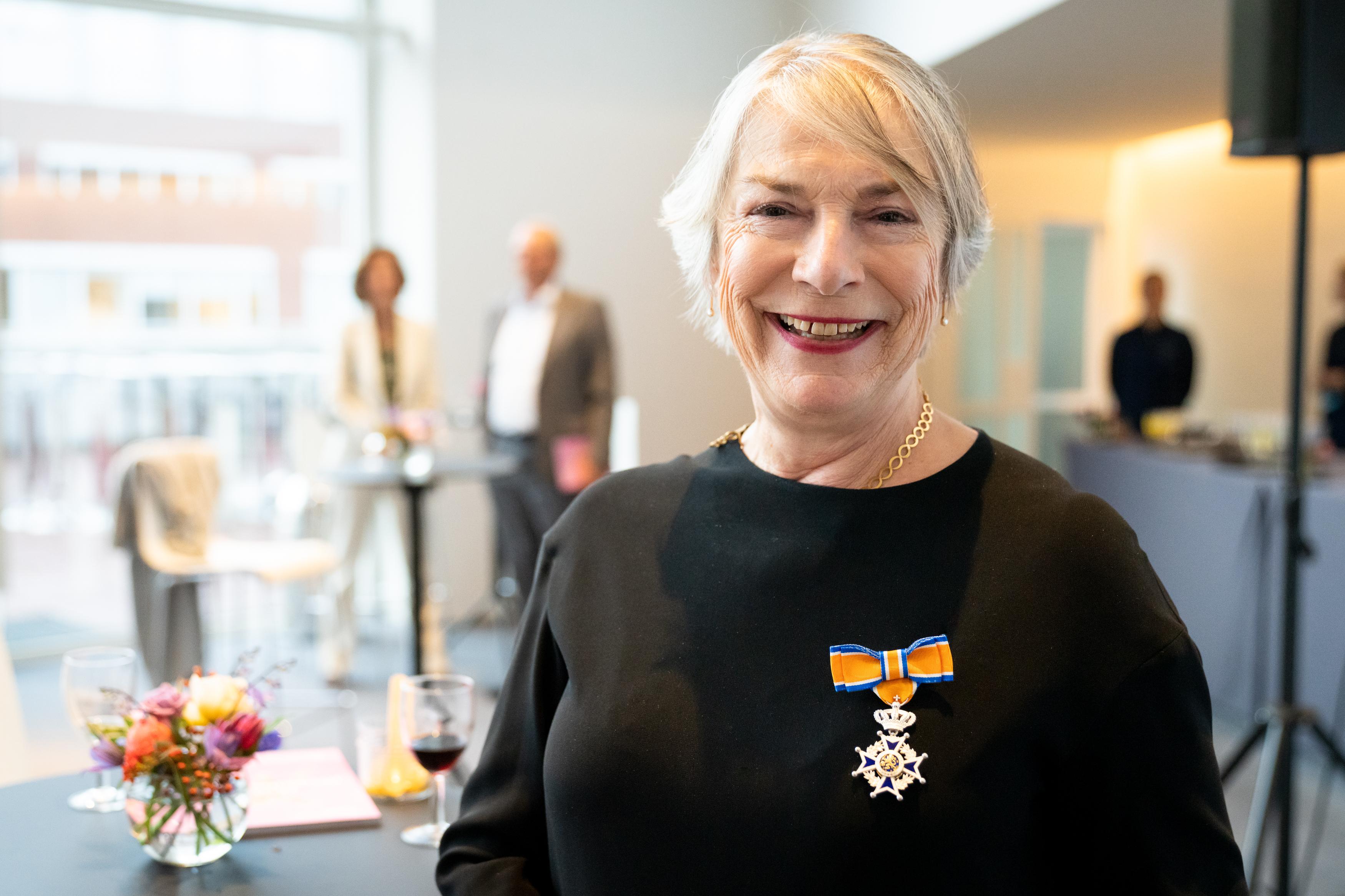Marie Helene Cornips ontvangt een koninklijke onderscheiding